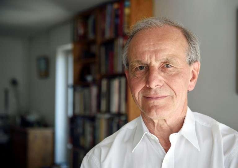 Axel Kahn, chez lui, à Paris en 2015. © Eric Feferberg, AFP, Archives