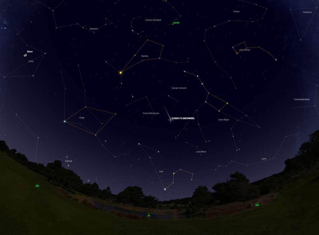 Position de la comète Neowise le 28 juillet après le coucher du Soleil. Les astérismes sont marqués en orange. © SkySafari