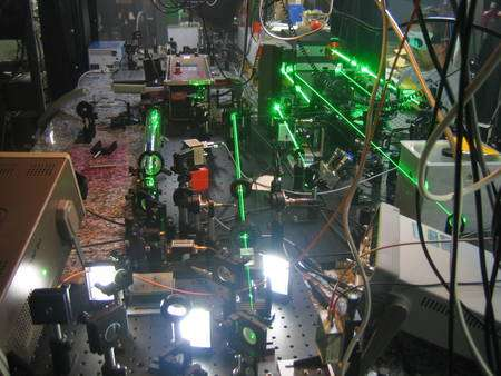 Les faisceaux laser en cours de réglage Crédit : TSR Relativity Team (Sascha Reinhardt, Sergei Karpuk, Christian Novotny, Guido Saathoff)