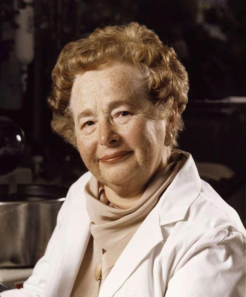 On compte 33 lauréats du prix Nobel dans le domaine de la cardiologie ; parmi eux, seulement deux femmes récipiendaires de la célèbre distinction dont Gertrude Elion en photo ci-dessus. © Auteur inconnu, Wikimedia Commons, CC by-sa 4.0