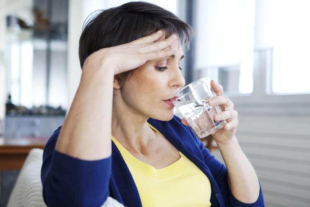 En France, l'âge moyen de la ménopause est de 51 ans. Quels sont les symptômes de la préménopause ? Quand parle-t-on de périménopause ? © Image Point Fr, Shutterstock