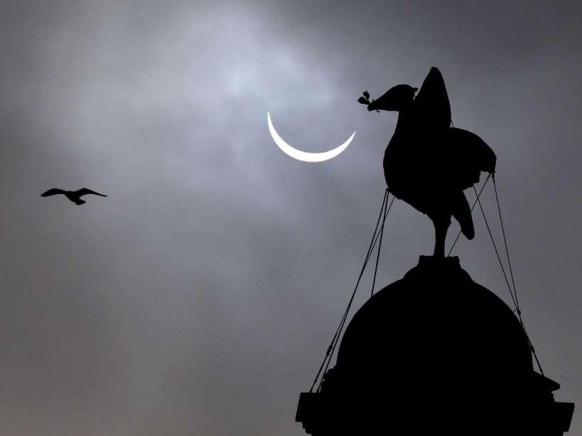 Éclipse partielle du Soleil vue de Liverpool, en Grande-Bretagne. © Peter Byrne, AP, Sipa