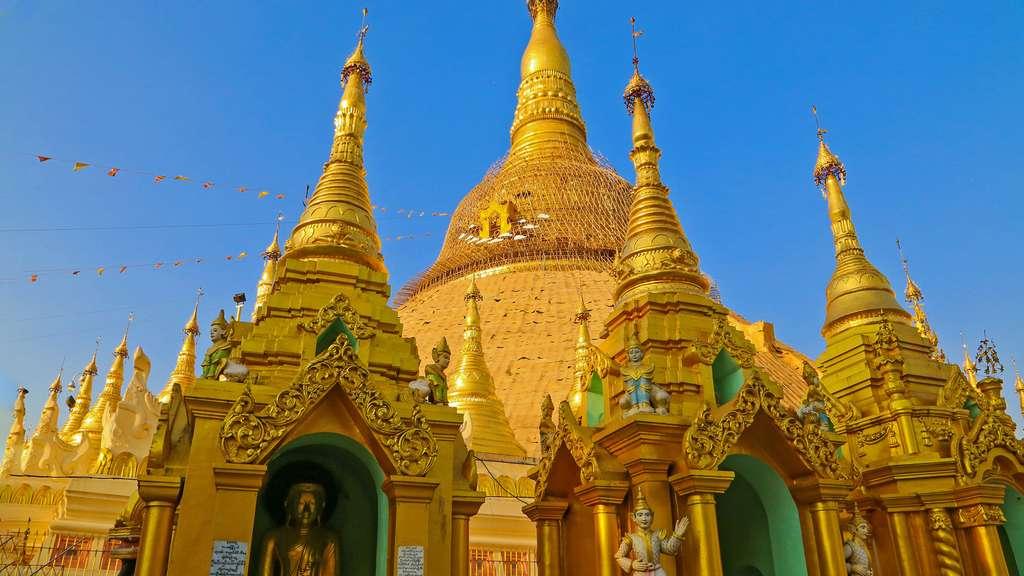 Le grand stupa doré de la pagode Shwedagon vu du Southern Devotional Hall. © Antoine, tous droits réservés, reproduction interdite