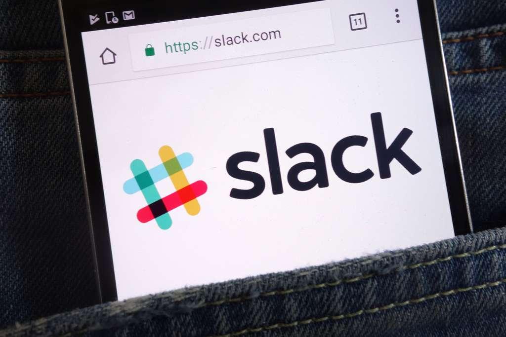 Slack, l'un de meilleurs outils de discussion en ligne © piter2121, Adobe Stock