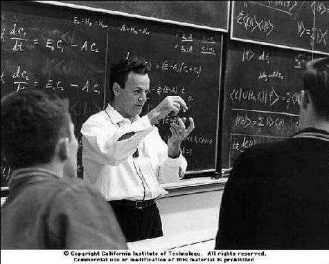 Richard Feynman enseignant la mécanique quantique en licence