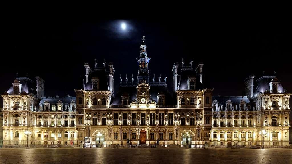 L'hôtel de ville de Paris, totalement reconstruit