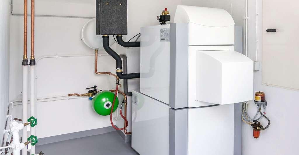 Pompe à chaleur sol-eau adaptée au captage horizontal et vertical. © Gcpics, Shutterstock