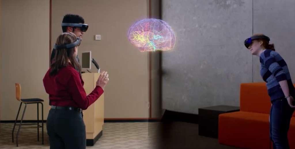 La sortie des HoloLens 2 serait prévue pour 2019. D'ici là, Microsoft va vraisemblablement ouvrir sa plateforme d'intelligence artificielle aux développeurs afin qu'ils puissent travailler sur de nouveaux usages. © Microsoft