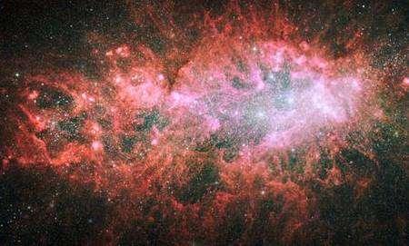 NGC 1569 vue par Hubble. Cliquer pour agrandir. Crédit Nasa/Hubble