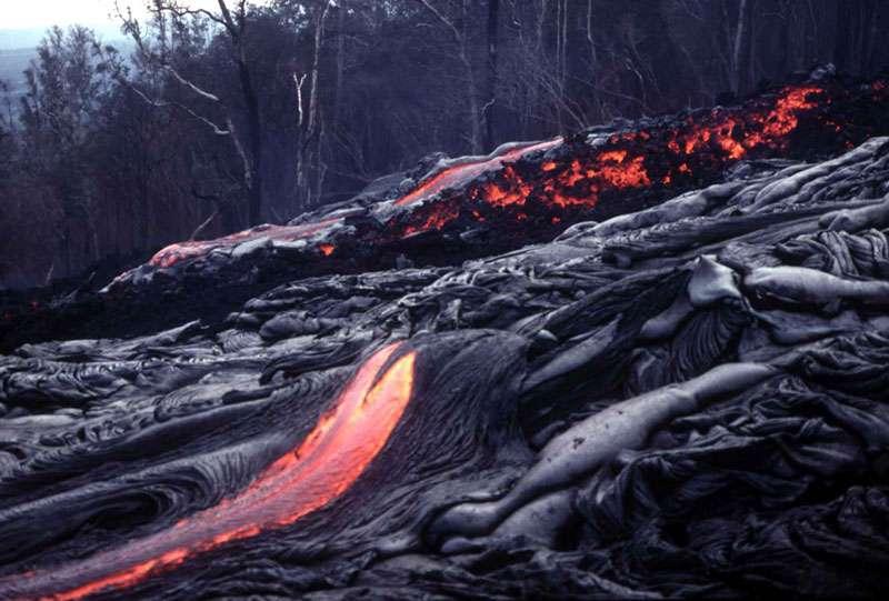 Lave près du volcan Kilauea, à Hawaï