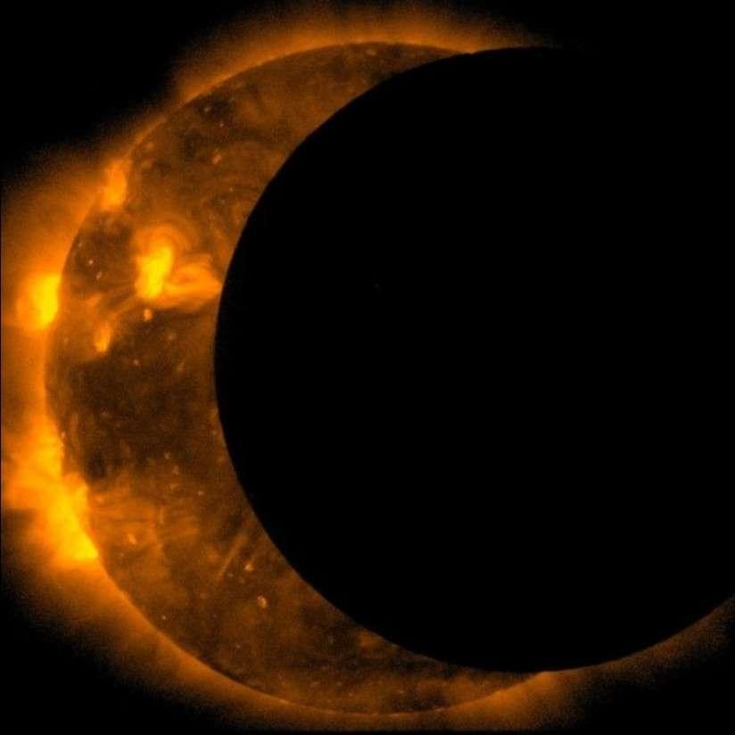 Le satellite solaire japonais Hinode a également photographié l'éclipse solaire du 20 mai. © Hinode/Jaxa/Nasa