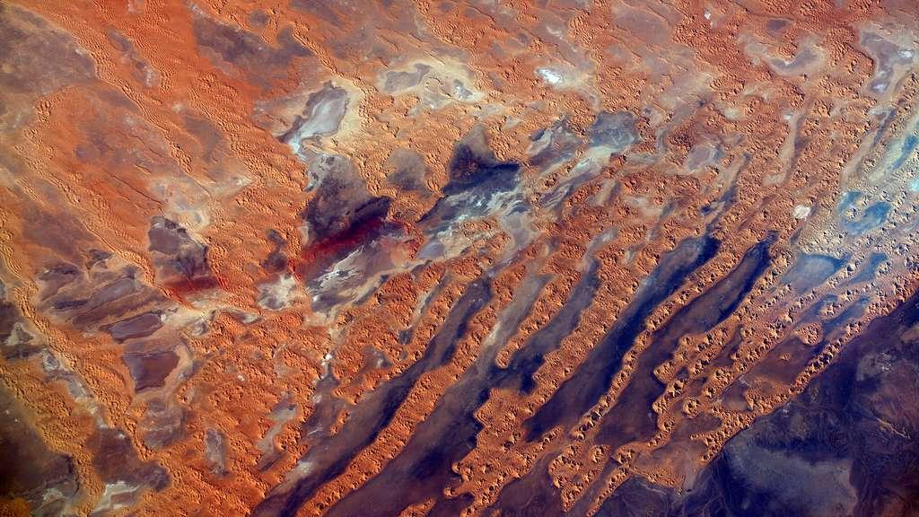 Tableau du désert vu de l'espace