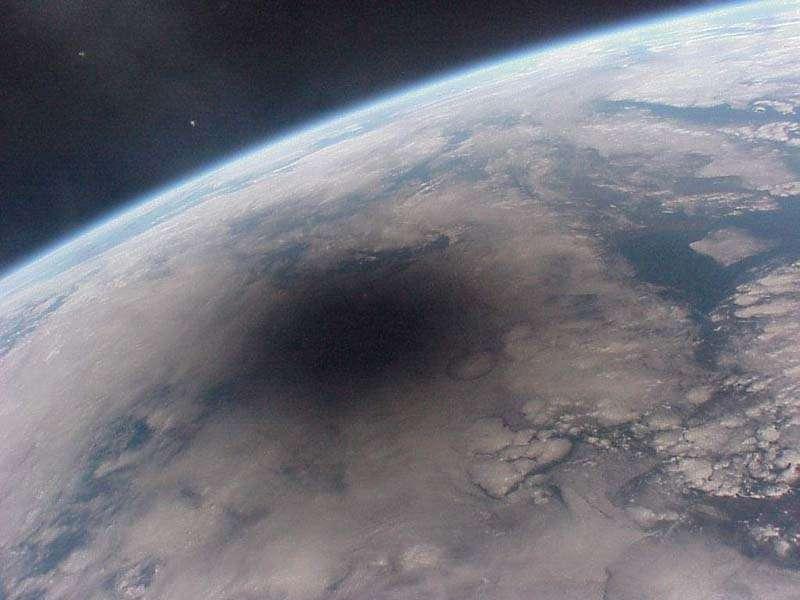 Un cône d'ombre lunaire projeté sur Terre