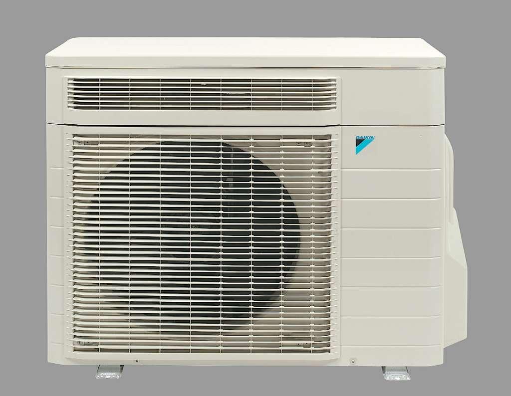 La gamme de climatiseurs domestiques Ururu Sarara de Daikin est la première à recevoir le R32 pur. Le mélange actuellement utilisé, le R410a, n'a pas d'incidence sur la couche d'ozone, mais il est crédité d'un GWP de 2.150 par l'AFCE (Alliance Froid Climatisation Environnement). © Daikin