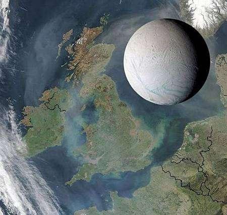 Encelade comparée à la Grande-Bretagne. Montage réalisé par le JPL au moyen d'images réelles.