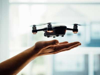 Les drones DJI n'échappent pas aux promotions du Cyber Week end, à raison de 30 % de remise sur la plupart des modèles comme l'emblématique Mavic 2. © Unsplash