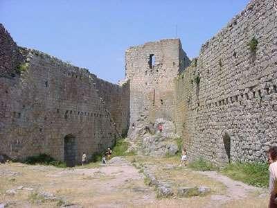 Le château de Montségur, une forteresse cathare spectaculaire. © DR