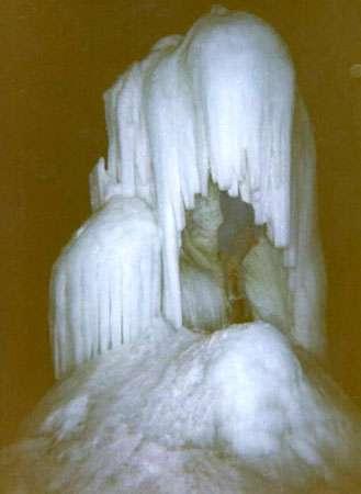 Intérieur d'une glacière (Correntannaz, en Suisse). © DR