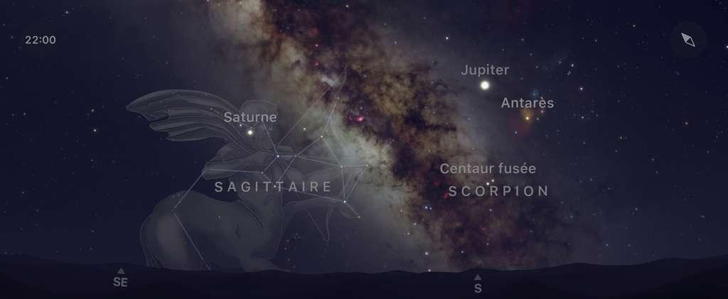 Le ciel nocturne en ce moment vers 22 h en direction du sud et du sud-est. Jupiter et Saturne brillent sur les rives de la Voie lactée, dans les régions occupées par les constellations du Scorpion et du Sagittaire. Capture d'écran de l'app SkyGuide. © SkyGuide