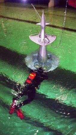 La maquette à l'essai dans un bassin de Marintek, centre de recherche norvégien. © Projet Sea Orbiter