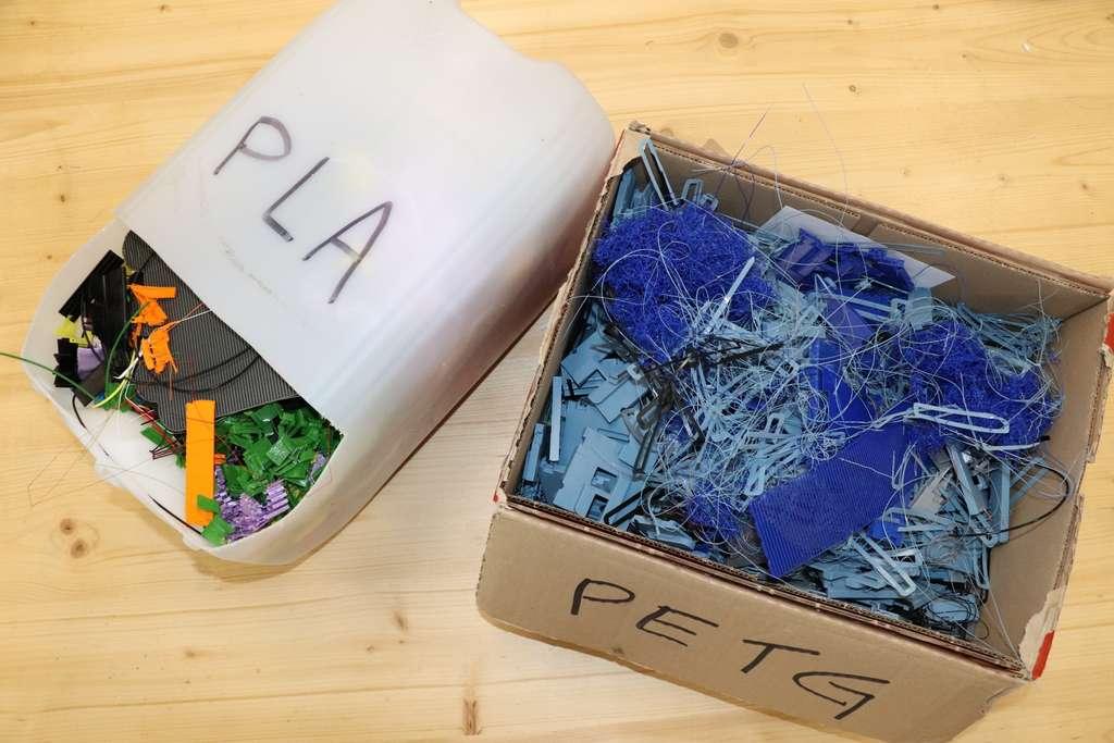 Precious Plastic propose des kits en open source pour que chacun puisse construire sa propre usine miniature de recyclage de plastique. © Baptiste Bodet