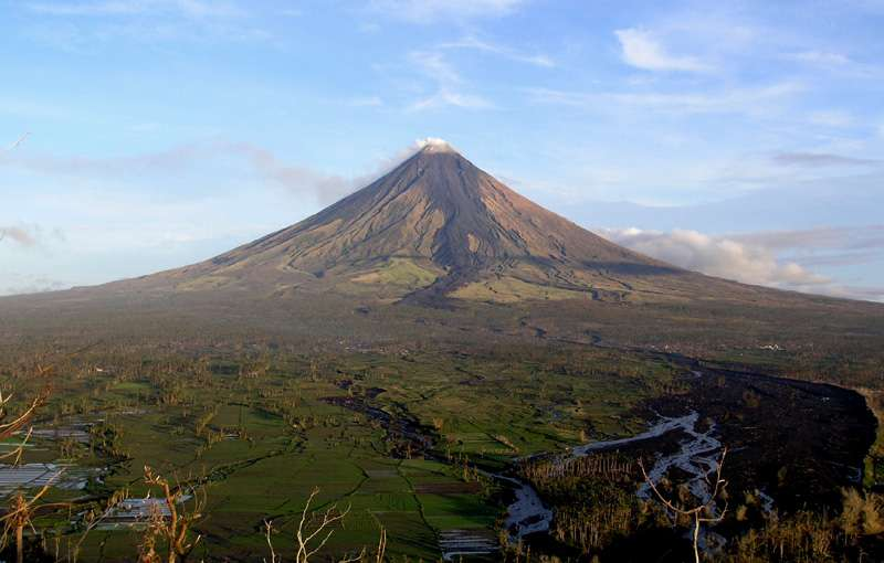 Volcan Mayon dans Albay, aux Philippines