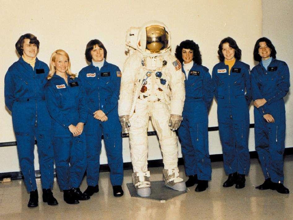 Premier corps de femmes astronautes de la Nasa en 1978 composé de gauche à droite de : Shannon Lucid, Margaret Rhea Seddon, Kathryn D. Sullivan, Judith A. Resnik, Anna L. Fisher et Sally K. Ride. © Nasa