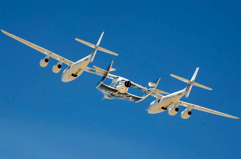 L'avion porteur WhiteKnightTwo, baptisé VMS Eve, avec accroché sous son fuselage, le SpaceShipTwo. © Virgin Galactic