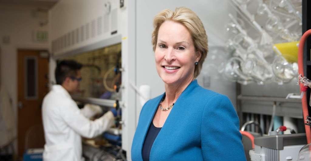 Pour expliquer ses travaux, Frances Arnold, professeur au California Institute of Technology, explique simplement qu'elle copie le processus de conception de la nature. © Caltech