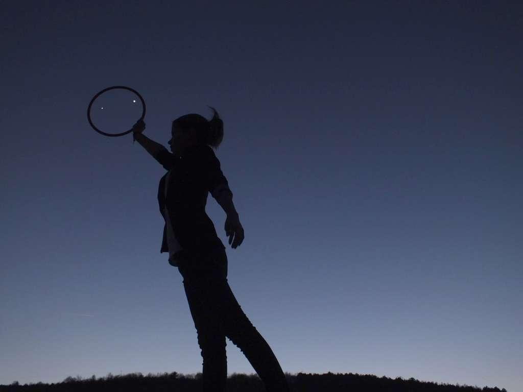 Le mouvement propre des planètes le long de l'écliptique nous offre de temps en temps de spectaculaires rapprochements qui ne sont qu'apparents. Ici Jupiter et Vénus en mars 2012. © Jean-Baptiste Feldmann