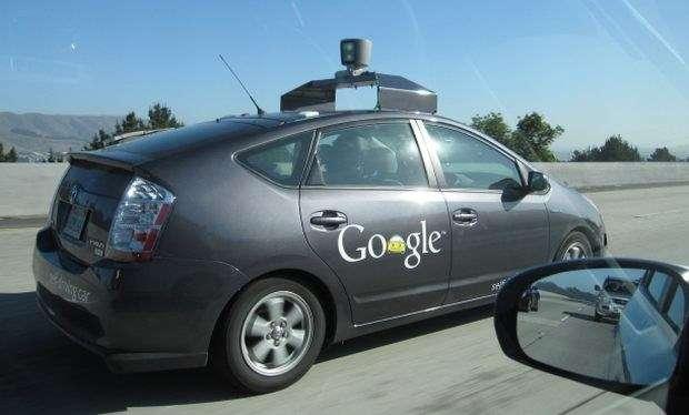 Les voitures à conduite automatisée de Google, comme cette Toyota Prius, ont déjà parcouru près de 500.000 km sans encombre, notamment sur les routes du Nevada. © Google