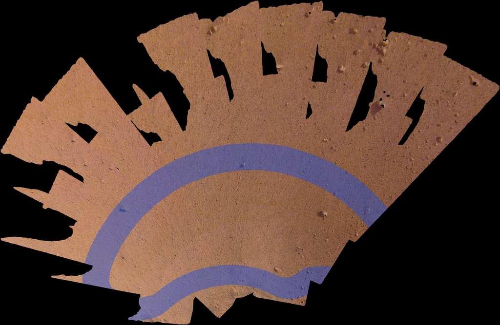 Mosaïque de 52 images montrant l'espace de travail à portée d'InSight. La zone mesure environ 4 m de long sur 2 m de large. Les bandes mauves indiquent les endroits où il pourrait poser son sismomètre SEIS et son capteur de flux de chaleur HP3. © Nasa/JPL-Caltech