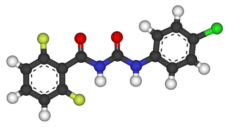 Le diflubenzuron est un benzamide (carbone en noir, hydrogène en blanc, oxygène en rouge, azote en bleu, fluor en jaune, chlore en vert). Ce pesticide est largement utilisé. © CCoil, Wikimedia, GFDL 1.2