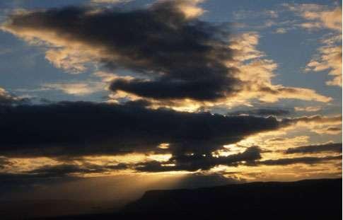 Coucher de soleil sur volcan tabulaire en Islande. © Photo : J. Sintès