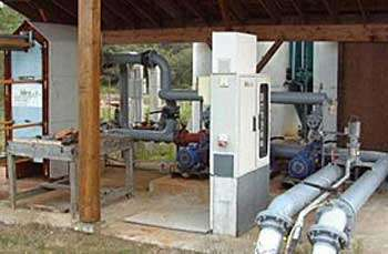 Installation géothermique pour le chauffage de la pisciculture de Mios le Teich (Gironde) à partir d'anciens forages pétroliers. © BRGM