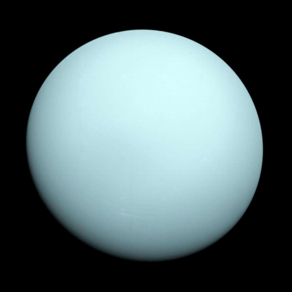 Actuellement à près de 15,7 milliards de km de la Terre (19 heures-lumière), Voyager 2 fut, en 1986, la première (et la dernière) sonde spatiale à explorer la lointaine Uranus, ses anneaux et satellites naturels. © Nasa, JPL-Caltech
