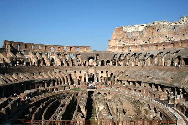 Intérieur du Colisée de nos jours, aussi appelé amphithéâtre Flavien, à Rome. © Jean-Pol Grandmont, CC by-sa 3.0