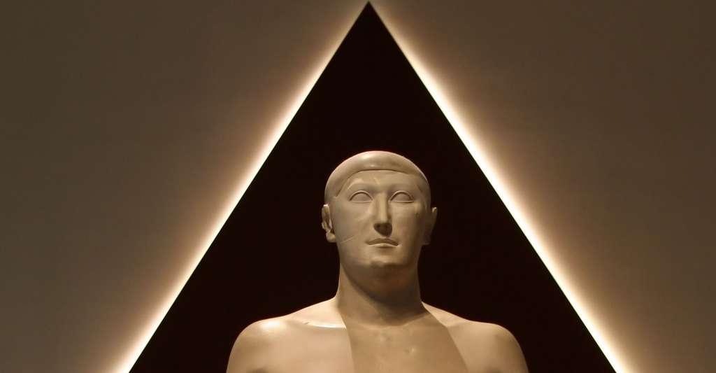 Qu'est-ce que le projet Earth Pyramid ? Ici, Hémiounou, un vizir de Khéops ; il est le fils de Néfermaât. © Einsamer Schütze, GFDL