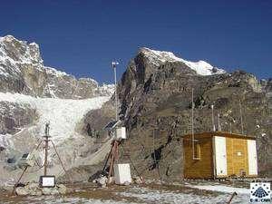 Nepal Climate Observatory-Pyramid, 5.079 mètres : la plus haute station météo du monde, dans la région du Khumbu, au nord du pays Sherpa, dans le parc national de Sagarmatha, du nom népalais de la montagne appelée mont Everest par les Occidentaux et Chomolungma par les Sherpas. © Ev-K2-CNR