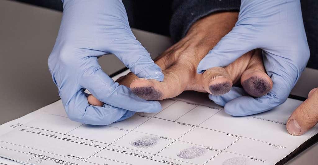 La biométrie est une technologie coûteuse et parfois mal vue. Ici, prise d'empreintes. © NEstudio, Shutterstock