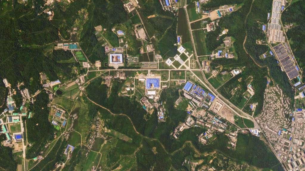 Les bâtiments récemment construits dans une installation de missiles dans la banlieue nord de Pyongyang indiquent des progrès continus dans le programme nucléaire du pays, ont déclaré des analystes du MIIS (Middlebury Institute of International Studies) à Monterey, Californie. © 2018 Planet Labs, Inc.
