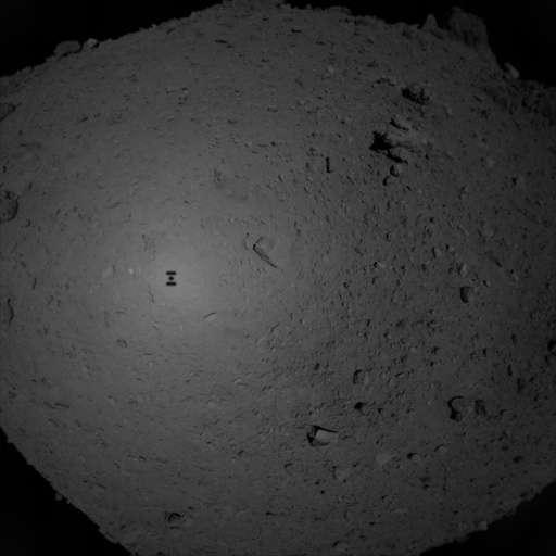 L'astéroïde Ryugu vu par la sonde japonaise Hayabusa 2 le 21 février 2019 à 23 heures 02, heure française, juste avant d'effectuer son touchdown pour prélever des échantillons de la surface. © Jaxa