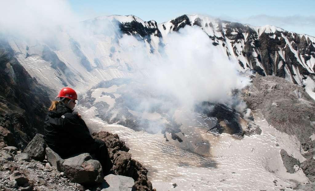 L'éruption du mont Saint Helens en 1980 a été la plus importante étudiée par des scientifiques sur les bases de la volcanologie moderne. Sur un volcan qui est facilement accessible. © Jon Major, U.S. Geological Survey