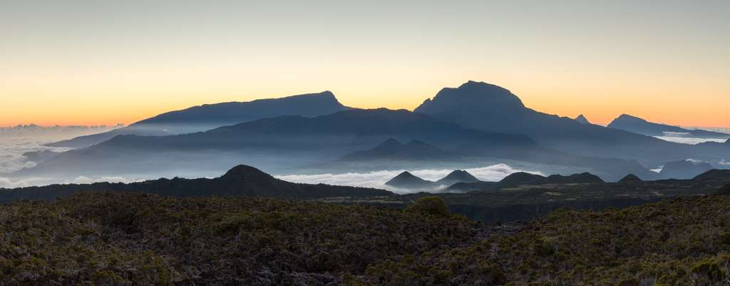 Le Piton des Neiges, à La Réunion, semble lui aussi sujet à un mouvement descendant (mais il n'est plus actif). © Markus, Fotolia