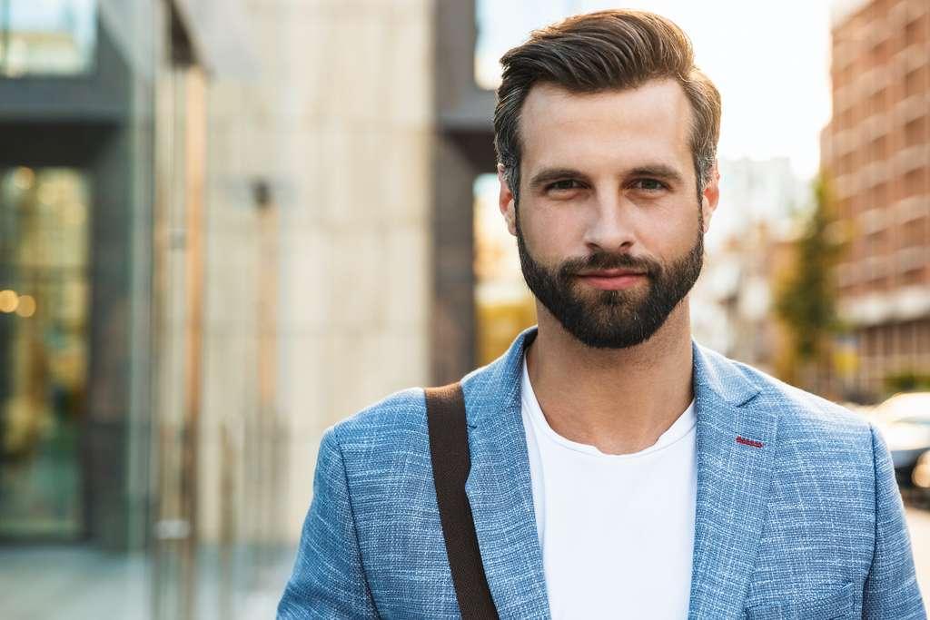 Il faut en principe deux à trois mois pour se faire pousser une barbe. © Drobot Dean, Adobe Stock