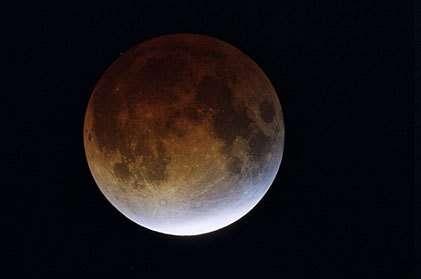 9 novembre 2003 : l'éclipse totale photographiée près de Sisteron par l'auteur avec un télescope de 406mm de diamètre