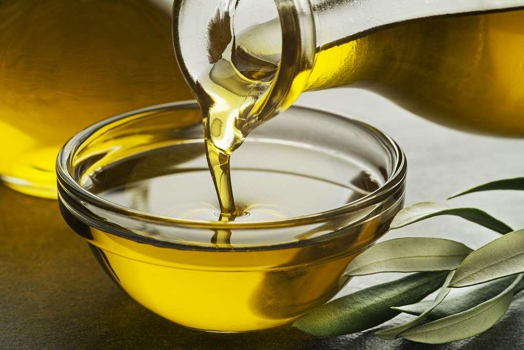 L'huile d'olive, une composante importante du régime méditerranéen © Dušan Zidar, Adobe Stock
