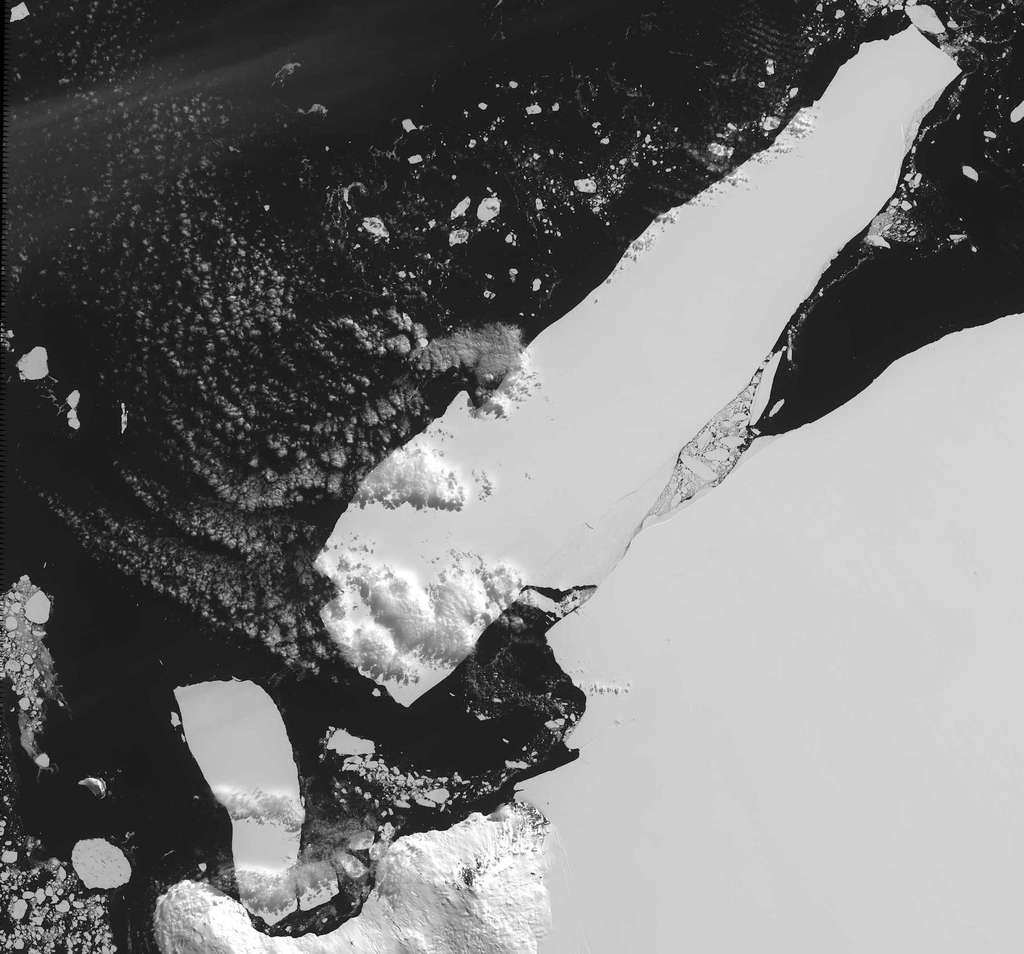L'iceberg identifié sous le nom de B-15 s'est détaché de la barrière de Ross en 2000. Sa superficie initiale de 11.000 km2 en fait le plus gros jamais détecté. © Nasa, Wikipédia, DP