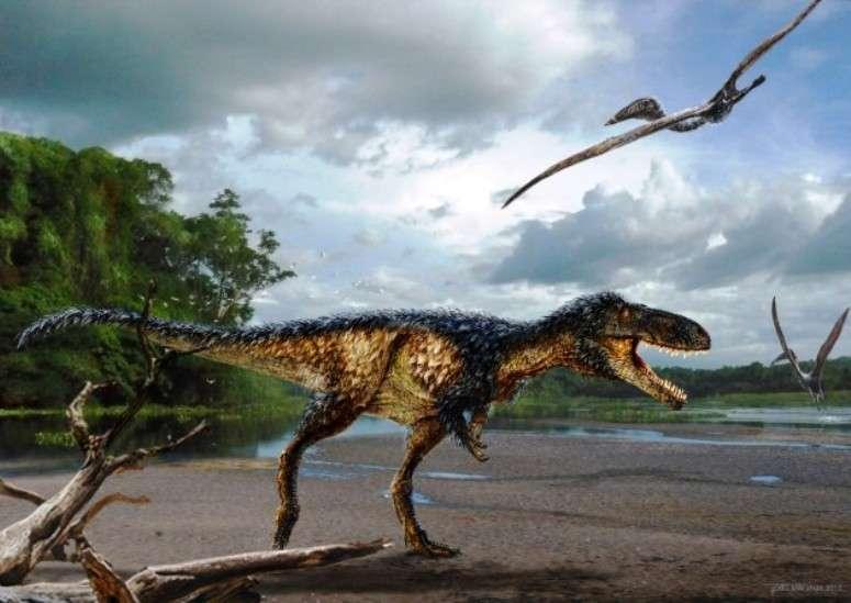 Une image d'artiste de l'aspect probable de Timurlengia euotica dans son environnement il y a environ 90 millions d'années. Des reptiles volants, qui n'étaient pas des dinosaures, tel Azhdarcho longicollis, volent autour de lui. © Todd Marshall