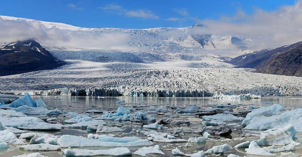 L'Islande se situe à proximité du cercle arctique ici un glacier près de Fjallsárlón. © Derrick Midwinter, CC by-nc 2.0